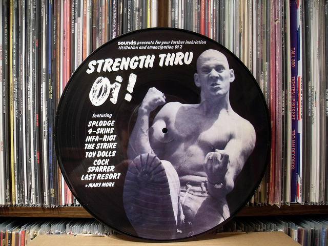 Nicky Crane en la portada de Strength Through Oi! (Imagen: flickr.com/mtairvanen)